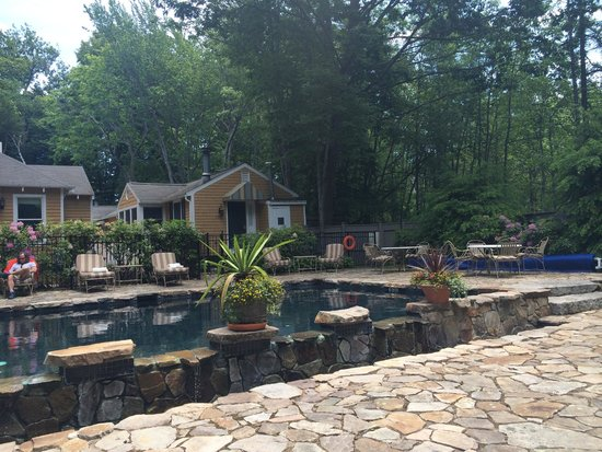 Grace White Barn Inn and Spa : Beautiful heated pool for when the ocean is too cold