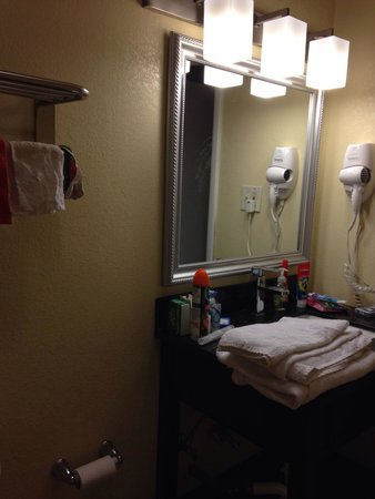 Blue Marlin Motel : Sink in the bathroom.