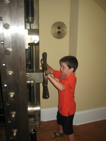 Cantwell's Tavern: Kids love the old vault
