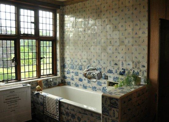 Packwood House: Delft tiles galore!