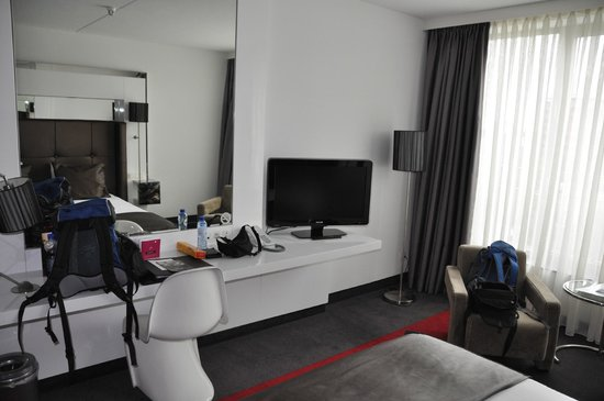 WestCord Fashion Hotel Amsterdam : Blick vom Bett zum TV