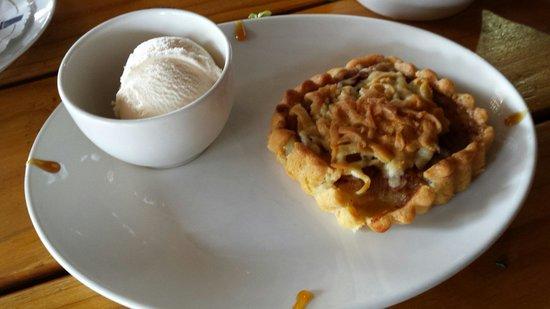 The Waffle Hut: Apple tart