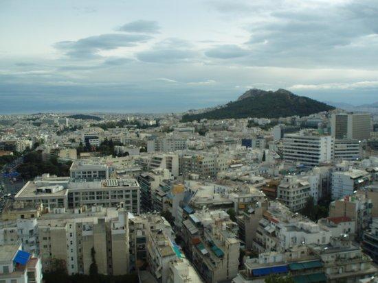 President Hotel: Esta é a vista que se tem de Atenas da cobertura do hotel, onde fica a piscina.