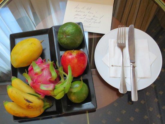 Hilton Hanoi Opera: welcome fruit plate