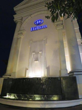 Hilton Hanoi Opera: side of hotel