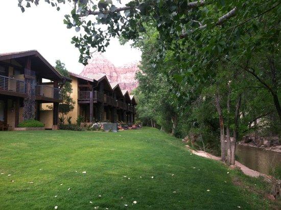 Desert Pearl Inn: River View Rooms