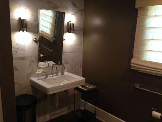 SAARLOOSons : cute bathroom