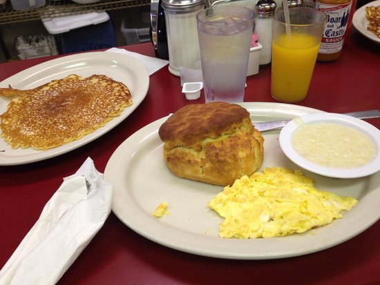 Smith Street Diner: The largest biscuit EVER
