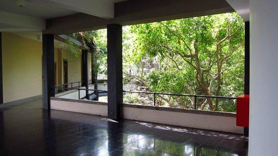 Heritance Kandalama: Corridor