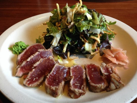 J. Alexander's: Asian Ahi Tuna Salada