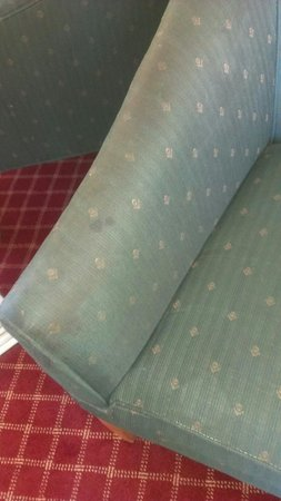 Extended Stay America - Minneapolis - Airport - Eagan - North: Dirty chair.