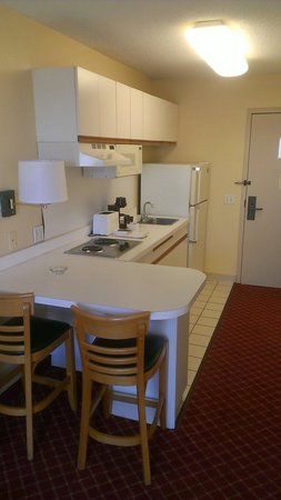 Extended Stay America - Minneapolis - Airport - Eagan - North: Kitchen area