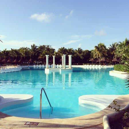 Grand Palladium Kantenah Resort and Spa: Kantenah/Colonial main pool
