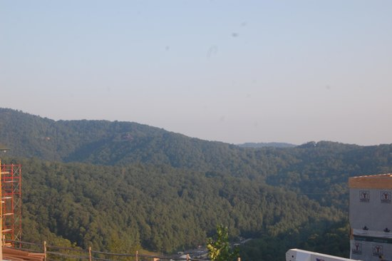 Westgate Smoky Mountain Resort & Spa : view right outside room in parking lot