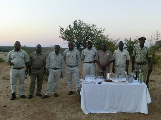 Sanctuary Chichele Presidential Lodge: Sundownder safari drinks
