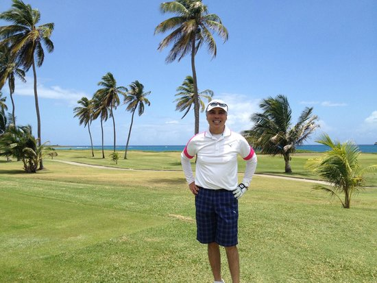 Marriott's St. Kitts Beach Club: Excellent 18 hole golf course on the water!