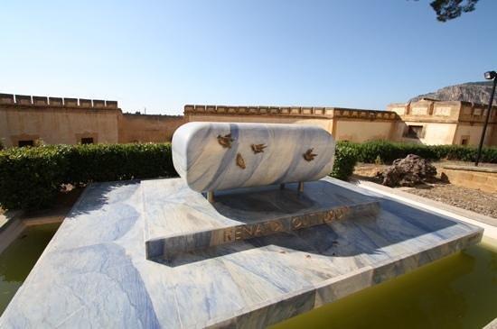 Villa Cattolica : la tomba di Guttuso