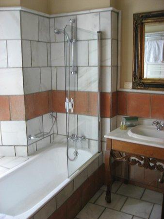 Hotel Montelirio: Montelirio- Room 108 bathroom