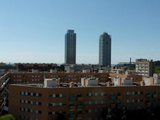 H10 Marina Barcelona Hotel: vue de la piscine