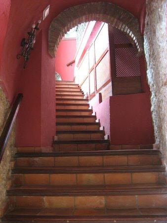 Hotel Montelirio: Montelirio- stairs down to pool deck