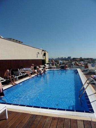 H10 Marina Barcelona Hotel: piscine