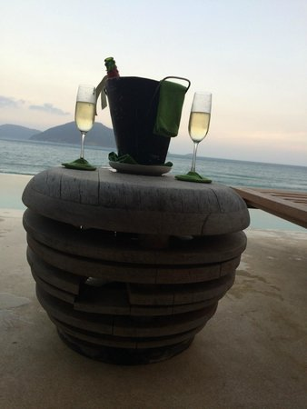 Six Senses Con Dao : Sun set by infinity pool