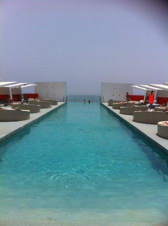 DoubleTree by Hilton Hotel Resort & Spa Reserva del Higueron : Infinity Pool