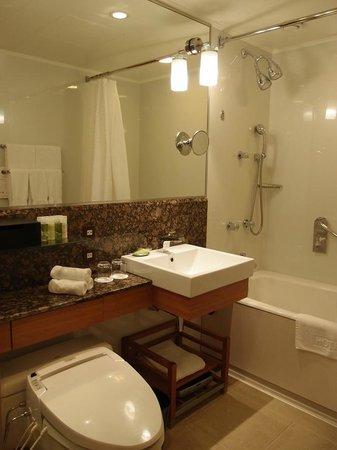 The Westin Miyako Kyoto : 7054号室のバスルームです。