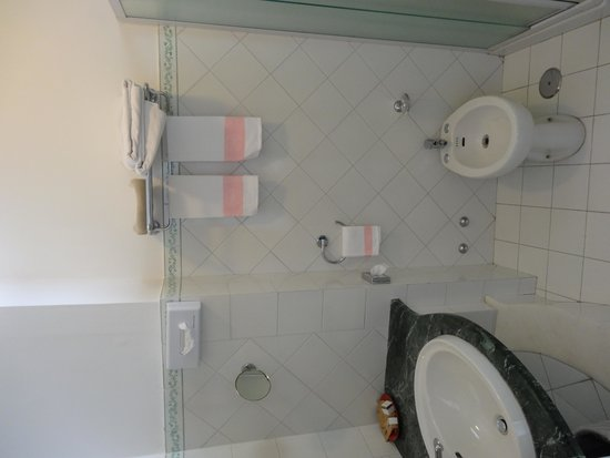 Hotel Montemare: REoom 50 Bathroom