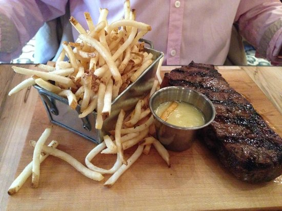 Cluny Bistro: Steak frites 10 oz Striploin