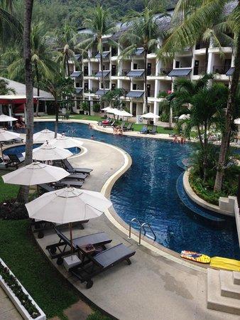 Swissotel Resort Phuket Kamala Beach: Lively Pool Area