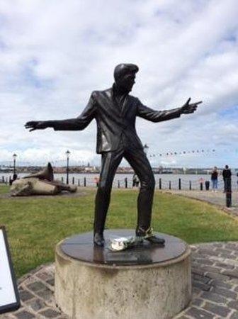 Albert Dock : Billy Fury Statue