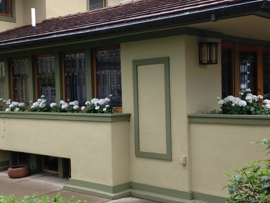 Frank Lloyd Wright's Darwin D. Martin House Complex : gardeners cottage