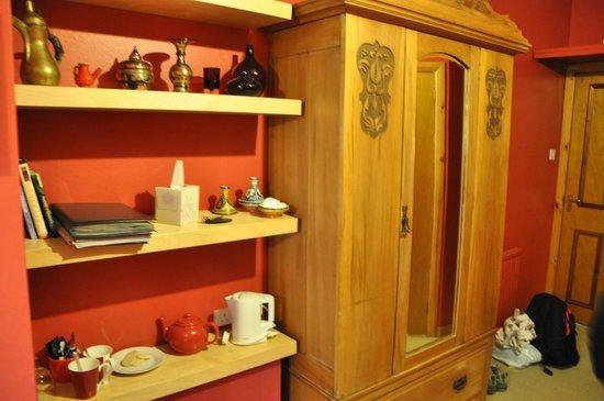 Burnbank Kinross: Red room