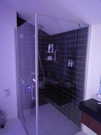Holiday Inn Express Altunizade : Bathroom