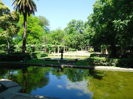 Parque de Maria Luisa: Lagos artificiales y muchos árboles.