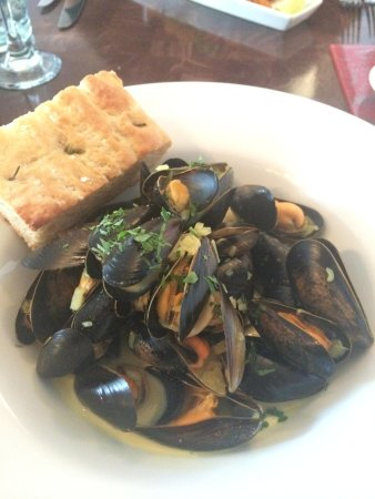 Blue Plate Restaurant Bar Cafe Deli: The amazing mussels