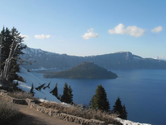 Crater Lake Lodge: This was one angle of what we could see from our room