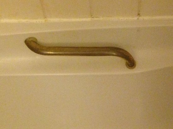 Europa Gatwick Hotel : Bath handle