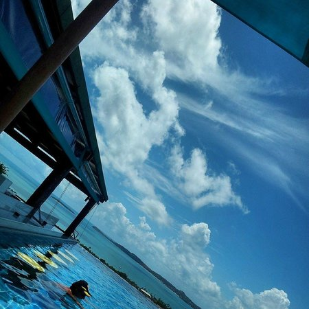 Mantra Samui Resort: Quick snap of the pool with the blue skies and white fluffy clouds