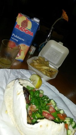 Asty Hotel : Improvised dinner from the nearby tavern