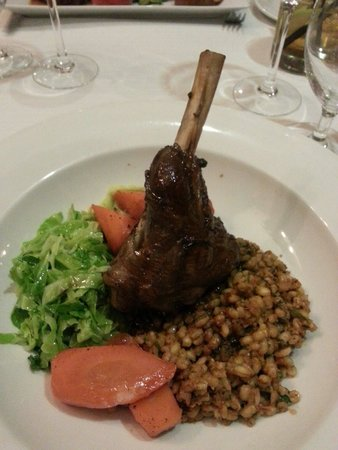 Resto Illuminati : Lamb shank with tomato and pesto risotto