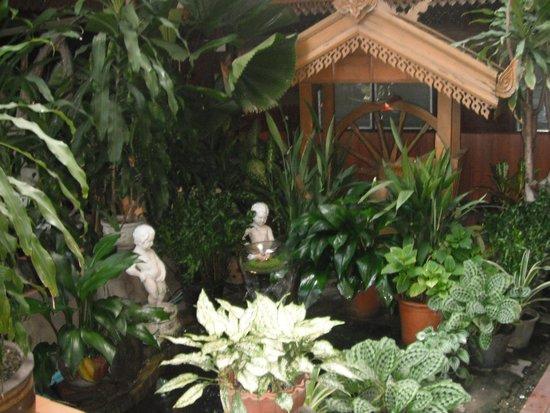 Lai-Thai Guest House: Garden