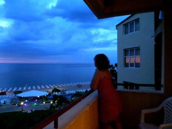 Luna Hotel: рассвет вид из номера 442