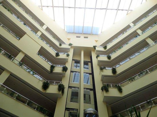 Luna Hotel: лобби вид снизу