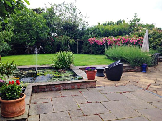 Thorpe House Bed & Breakfast: Garden