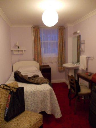 Celtic Hotel : Single with sink top floor