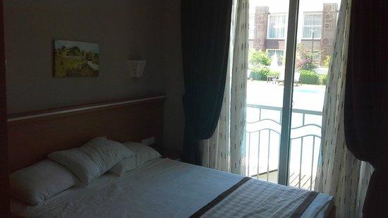 Diana Residence: Bedroom with patio doors overlooking pool