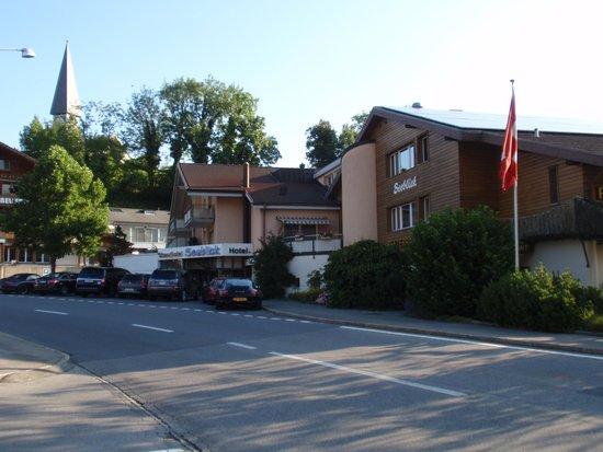 Strandhotel Seeblick: De ingang van het hotel.