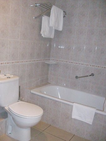 Hotel San Carlos : belle baignoire